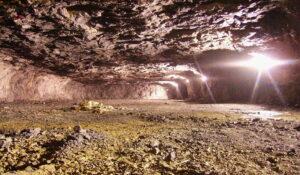 Caverna de explotación en Apario